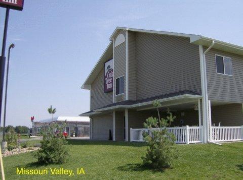 фото Oak Tree Inn Missouri Valley 488115905