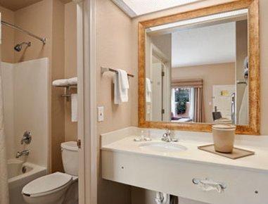 фото Baymont Inn and Suites Crestview 488117710