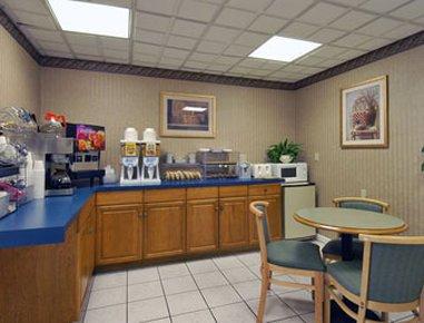 фото Howard Johnson Express Inn - Lenox 488121003