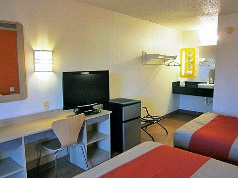 фото Motel 6 Detroit - East Warren 488123386