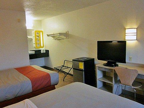 фото Motel 6 Detroit - East Warren 488123387