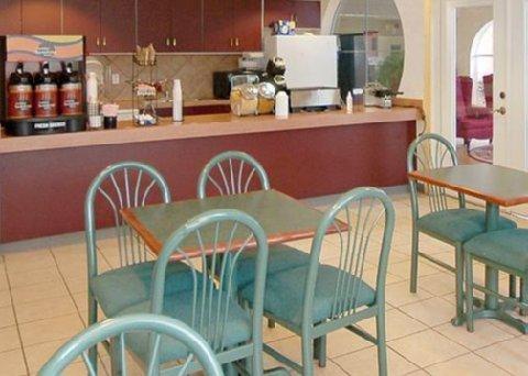 фото La Quinta Inn & Suites Kerrville 488127702