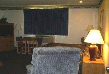 фото Quincy Inn & Suites 488128529