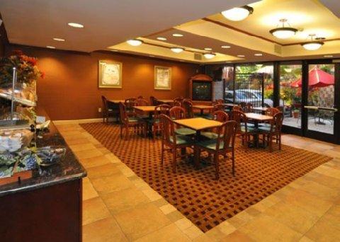 фото Comfort Suites Castro Valley 488128707