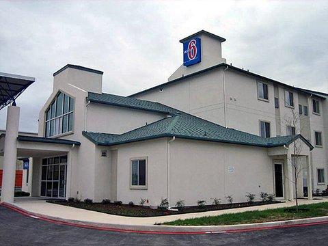 фото Motel 6 San Antonio Bandera Rd 488129492