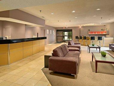фото Ramada Hotel & Suites Glendale Heights 488129645