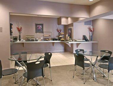 фото Ramada Hotel & Suites Glendale Heights 488129646
