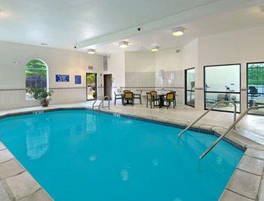 фото Ramada Hotel & Suites Glendale Heights 488129652
