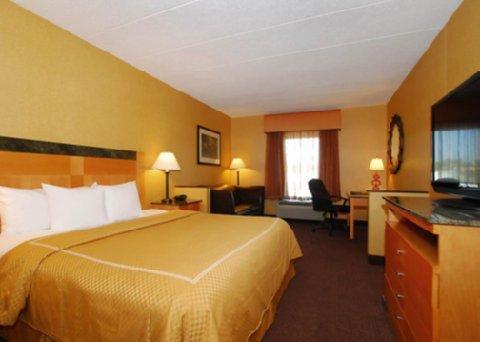 фото Comfort Suites Southpark 488130379