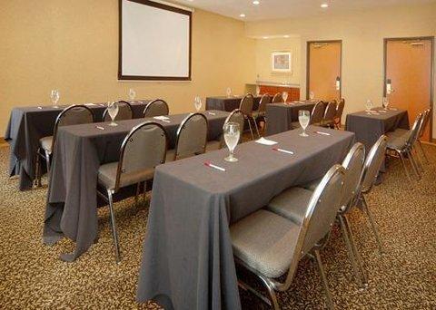 фото Comfort Suites Southgate 488142692