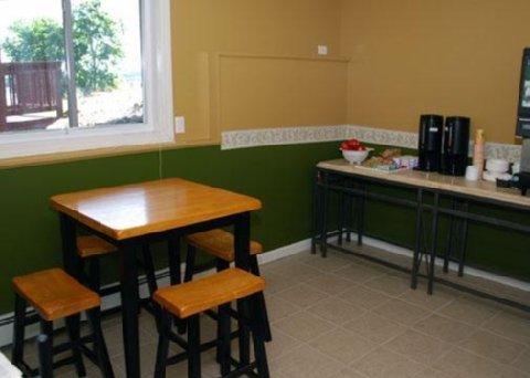 фото Rodeway Inn Tilton New Hampshire 488143706