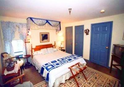 фото Colonial House Inn and Restaur 488145137