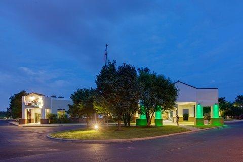 фото Holiday Inn Utica 488145842