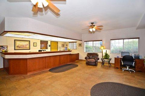 фото Best Western Oak Meadows Inn 488149751