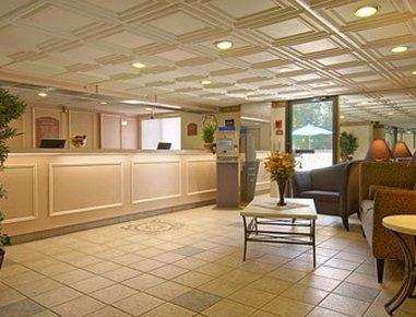 фото Days Inn East Windsor 488151365