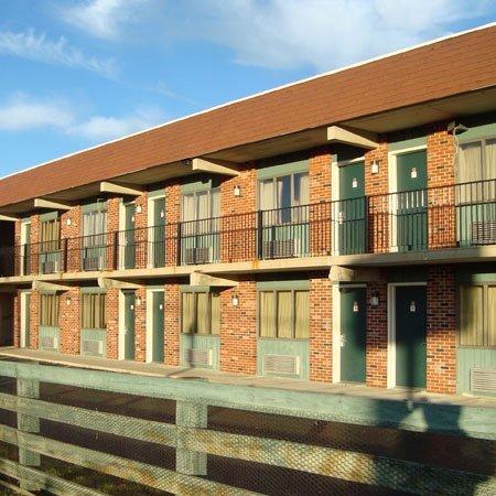 фото Logan Lodge Motel Urbana 488158088