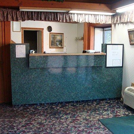 фото Logan Lodge Motel Urbana 488158091