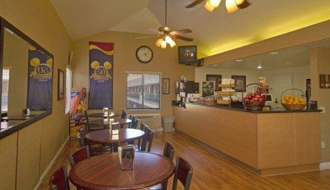 фото Tropicana Inn & Suites 488159094