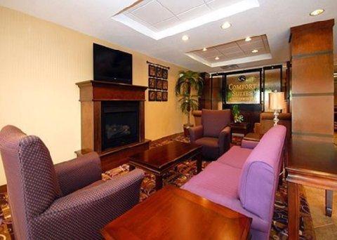 фото Comfort Suites Sanford 488159676