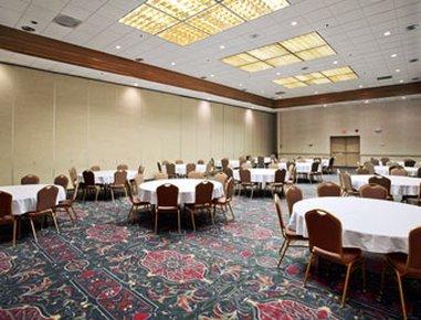 фото Ramada Conference Center Salina 488160335