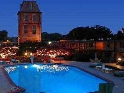 фото Duke Tower Hotel And Condominiums 488164948