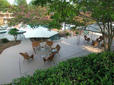 фото Duke Tower Hotel And Condominiums 488164949