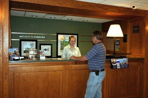фото HAMPTON INN ROANOKE AIRPORT VA 488169041