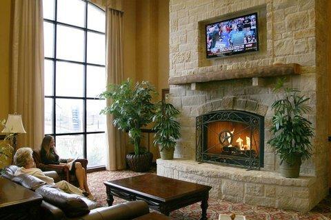 фото Hampton Inn & Suites Fredericksburg 488169270