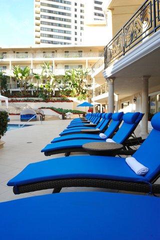 фото Beverly Hills Plaza Hotel 488170216
