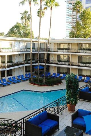 фото Beverly Hills Plaza Hotel 488170221