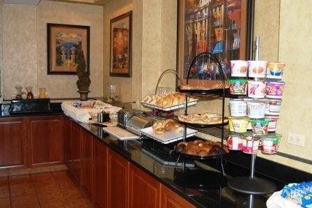 фото La Quinta Inn & Suites Springfield 488174262