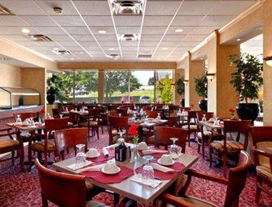 фото Days Inn And Suites York 488182424