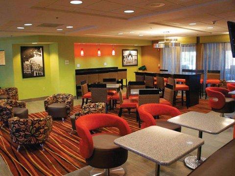 фото La Quinta Inn & Suites Clarksville 488191791