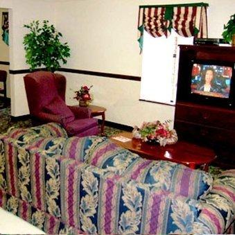 фото Clairmont Inn & Suites - Warren 488192422
