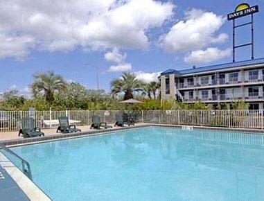фото Days Inn Tampa North of Busch Gardens 488192621