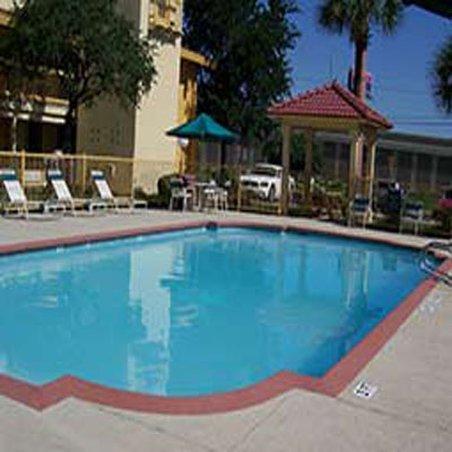 фото La Quinta Inn San Antonio Vance Jackson 488196165