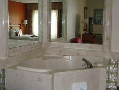 фото Baymont Inn and Suites Warren 488197050