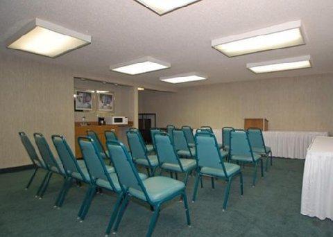 фото Comfort Inn East 488198495