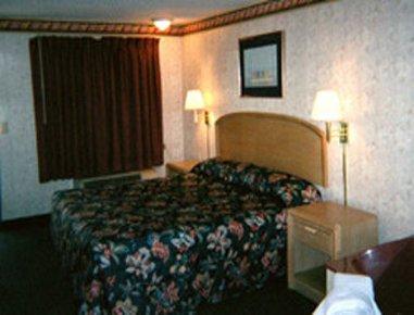 фото Monroe Knights Inn 488200439