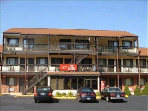 фото Red Carpet Inn and Suites - Meriden 488202926