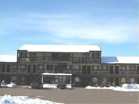 фото Red Carpet Inn and Suites - Meriden 488202927