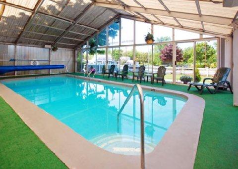 фото Econo Lodge West Yarmouth Hotel 488204937