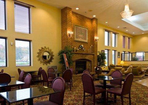 фото Comfort Suites Hagerstown 488208019