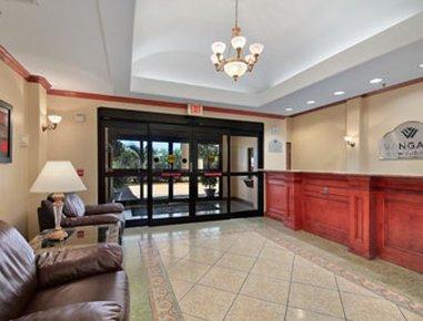 фото Holiday Inn Express W-Intercontinental 488213272