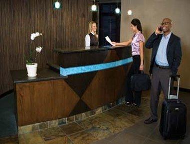 фото Holiday Inn Express W-Intercontinental 488213273