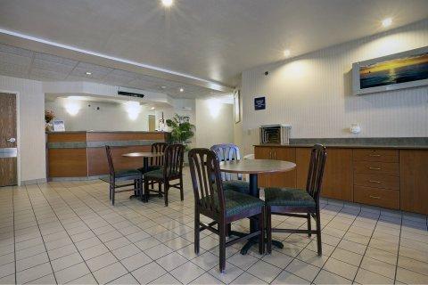 фото Americas Best Value Inn Racine 488213693
