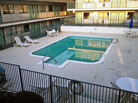 фото Motel 6 Birmingham - Bessemer 488219325