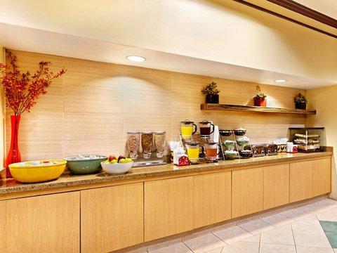 фото La Quinta Inn & Suites Raleigh Cary 488227175