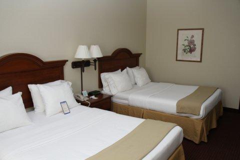 фото Dollinger`s Inn & Suites 488227518