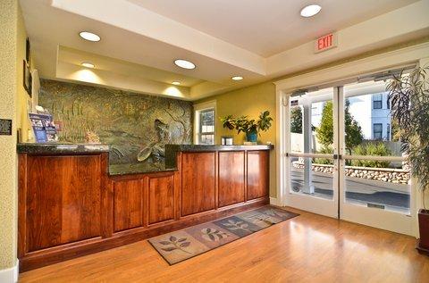 фото Best Western Cedar Inn & Suites 488245254